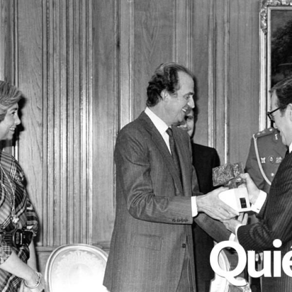 Jacobo contó que en esta foto se estaban riendo çel y los reyes de España porque Sofía le dijo `¿Otra vez?´ ya que era la segunda vez que obtenía el Premio de Periodismo Rey de España.