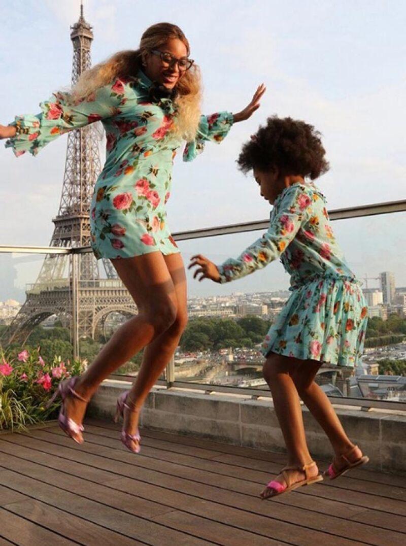 Si de vestir a la moda se trata, la cantante y su hija han logrado hacerlo a la perfección.