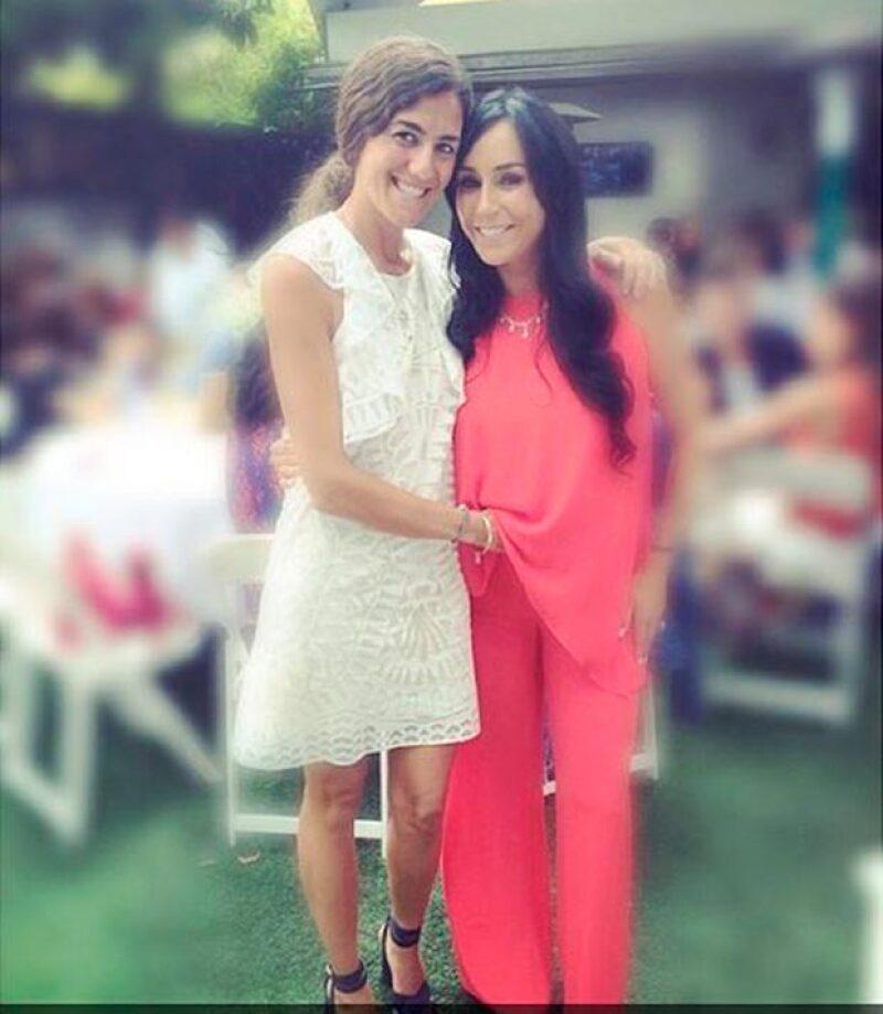 Este fin de semana Inés fue madrina del hijo de una de sus amigas y para el evento eligió un conjunto de pantalón y blusa vaporosos en color coral.