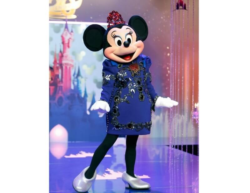 Dicha casa, le hizo un vestido especial color azul, el cual usará en ciertos eventos especiales en Francia.