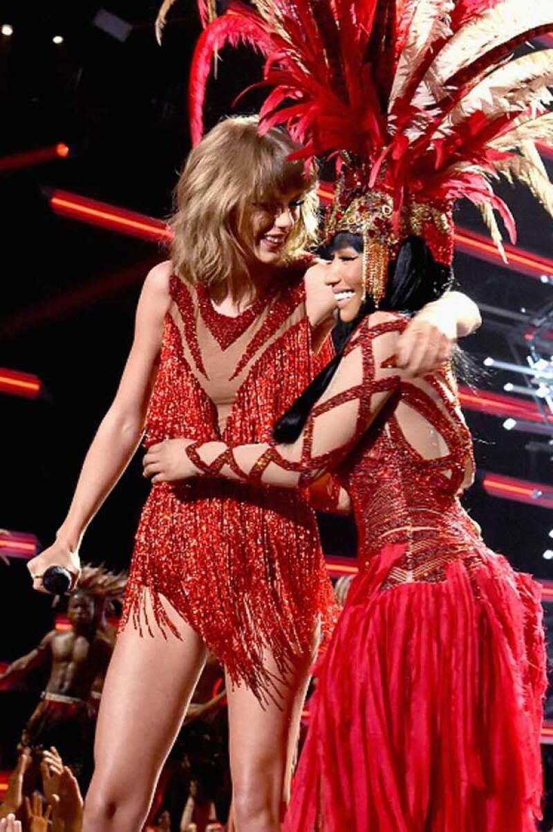 Para el par de celebs era momento de arreglar las cosas y qué mejor que hacerlo en el escenario de los VMAs, cantando y dejando en claro que seguirán siendo amigas.
