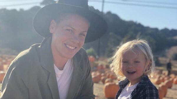 Pink y su hijo Jameson.
