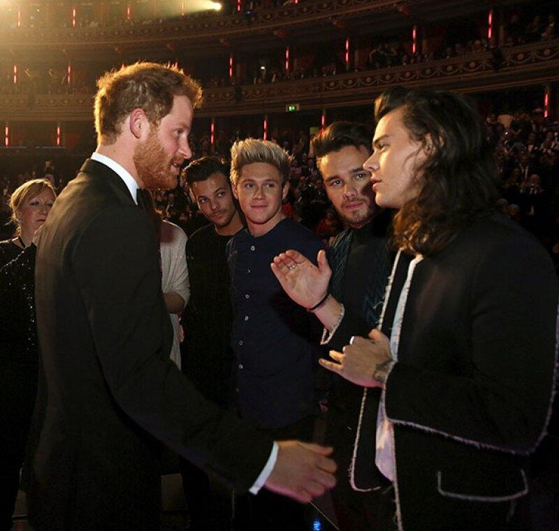 Ahora que el royal tuvo la oportunidad de conocer a la estrella pop y viceversa, el tema principal no fue política, fama o filantropía, sino su pelo.