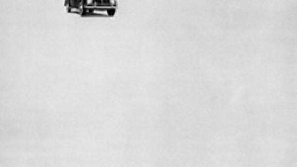 La campaña de Bernbach selló el estilo de Volkswagen donde no era necesario competir por ser grande y lujoso durante la época de los grandes autos americanos. (Foto: CNNMoney por cortesía de DDB Nueva York)