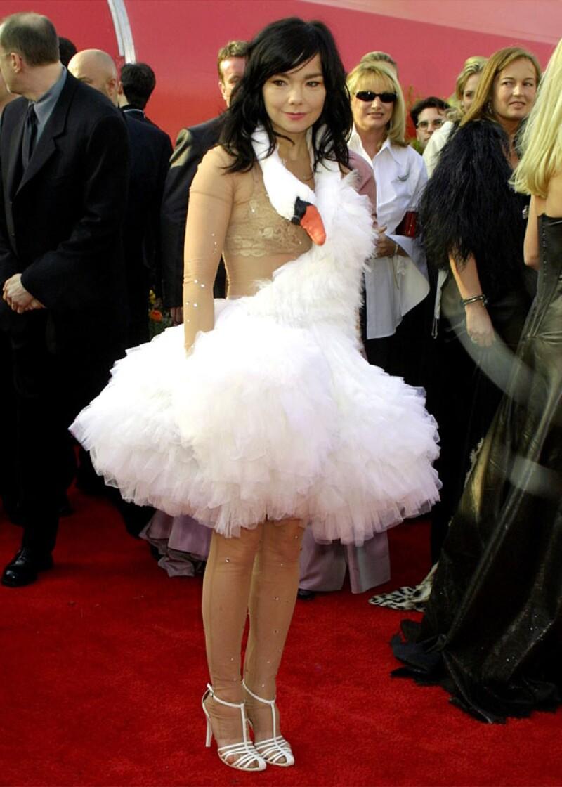 Bjork y el famoso swan dress del Oscar.