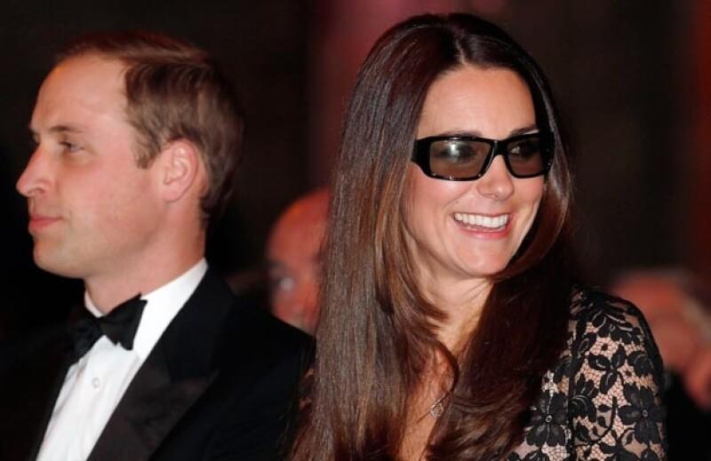 Kate se divirtió scon los lentes 3D.