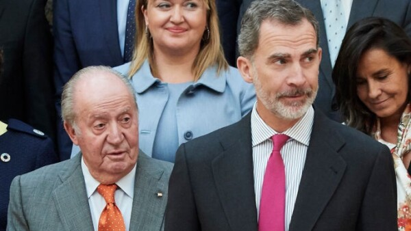 Juan Carlos de España y el rey Felipe VI