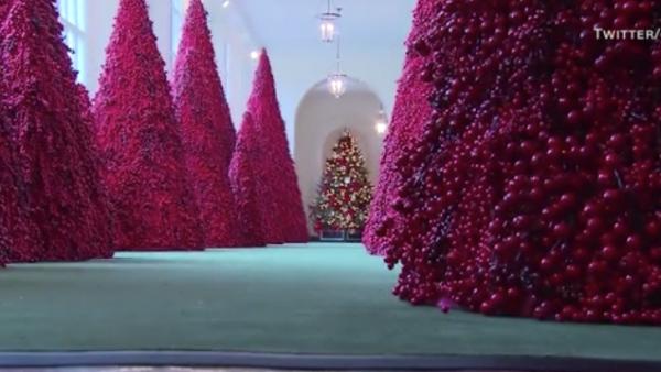 Melania Trump le da el toque navideño a la Casa Blanca