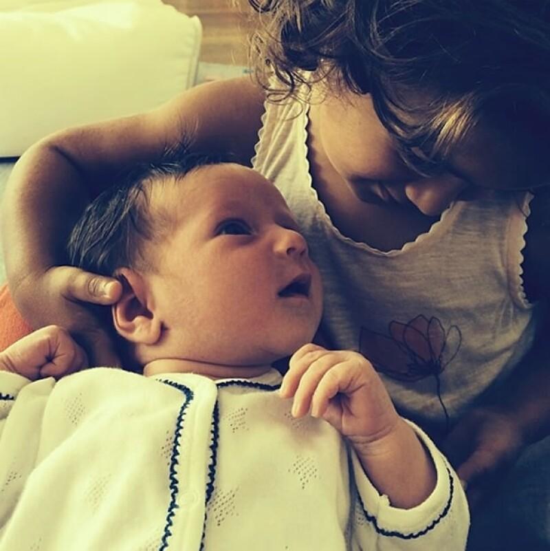 El actor tomó una fotografía de la pequeña  Evelyn Penn mientras su mamá la alimentaba y fue ella quien compartió la imagen.