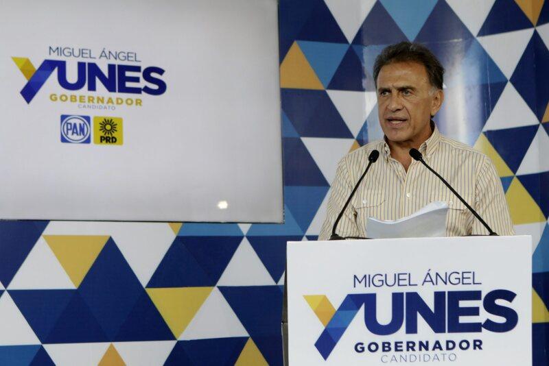 El abanderado del PAN-PRD acusó al gobernador de Veracruz por supuestos desvíos de más de 3,000 millones de pesos.