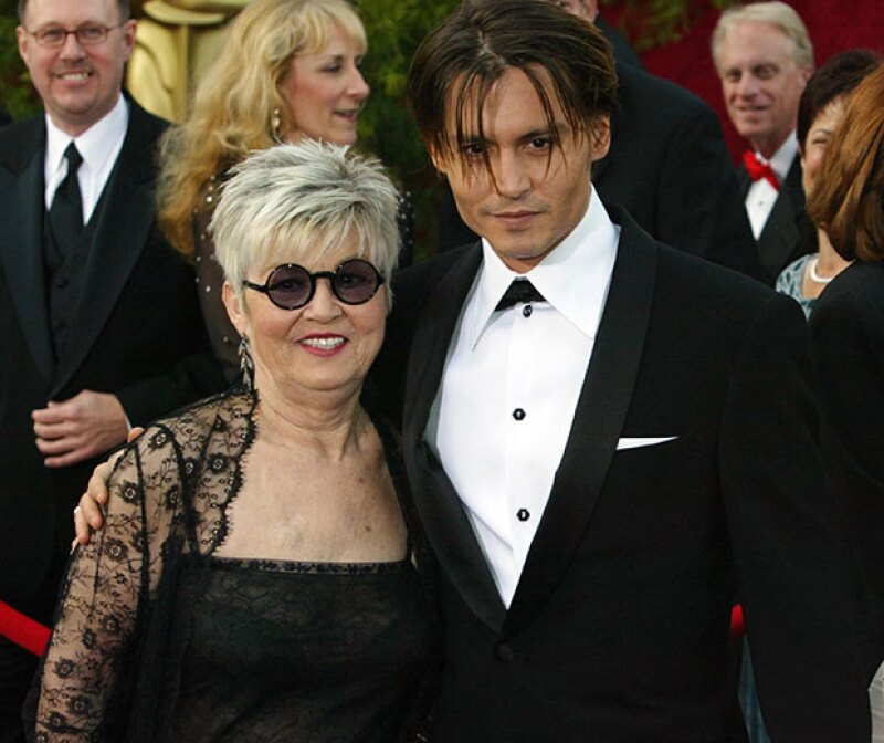 Johnny Depp sufrió la muerte de su mamá, con quien llevaba una gran relación.