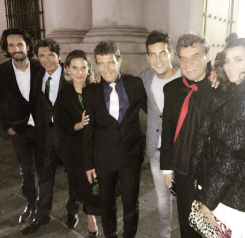 Para celebrar el estreno de la película &#39Los 33&#39, la actriz mexicana, Antonio Banderas y el resto del elenco disfrutaron una cena ofrecida por la presidenta Michelle Bachelet.