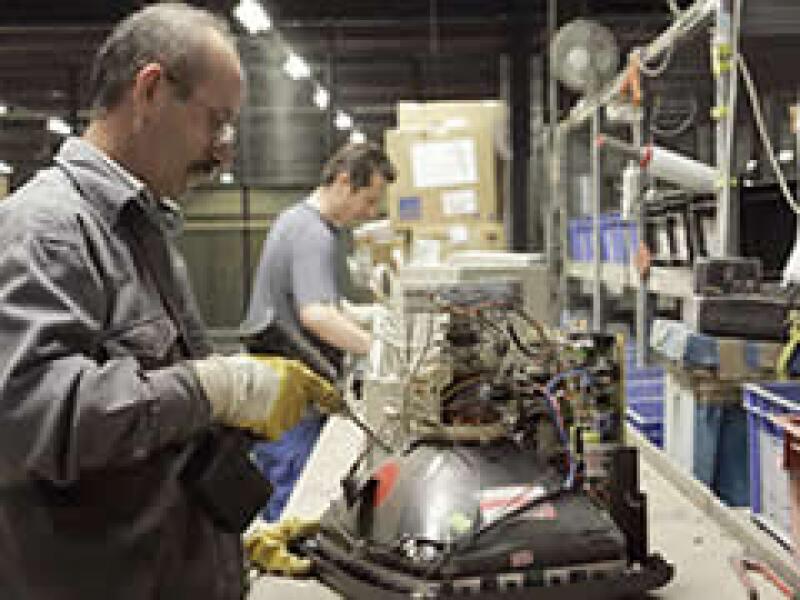 Las empresas estadounidenses y europeas que han implementado logística inversa, como IBM, incluyen actividades de reutilización de partes, reciclaje, retoques, remanufactura, reventa y donación. (Foto: IBM)
