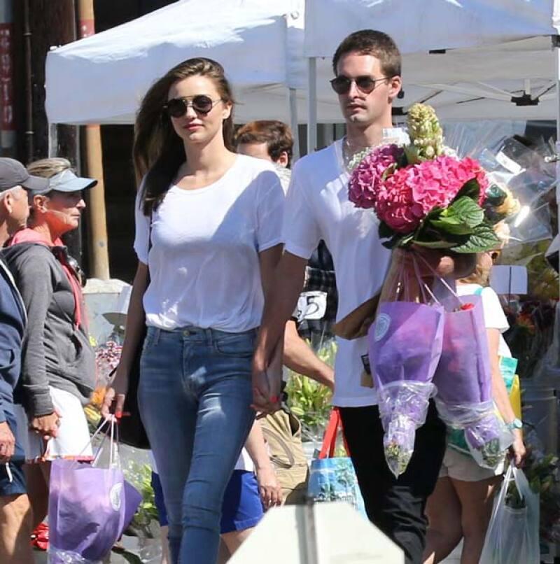 Couple Alert! La ex modelo de Victoria&#39s Secret fue vista tomada de la mano con su nueva conquista, Evan Speigel, quien además de ser billonario, es siete años más joven que ella.