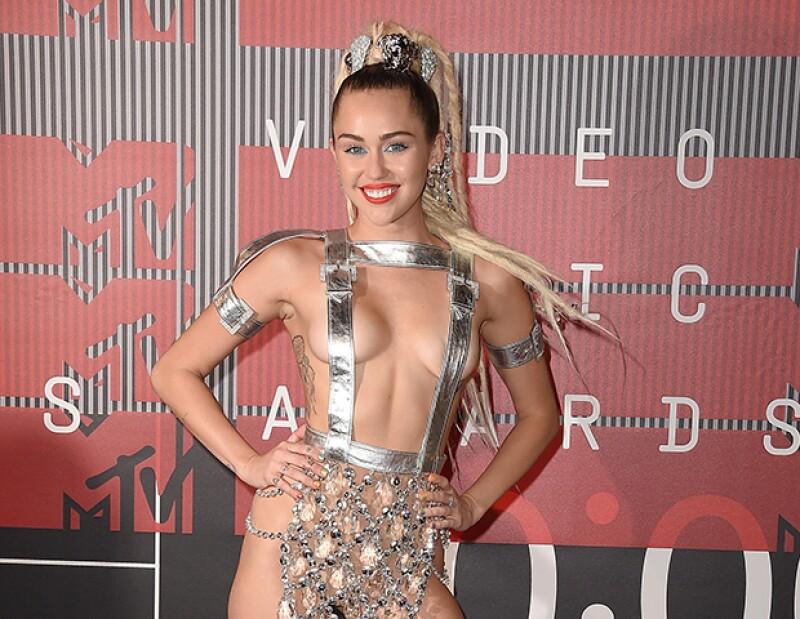 Te tenemos los mejores momentos de la alfombra de la premiación más irreverenten de la televisión. El look de Miley, el pelo de Justin, las amigas de Taylor, lo tenemos todo.