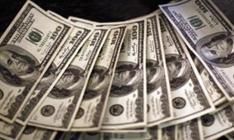Los bancos recibían aproximadamente entre 15,000 mdd y 16,000 mdd anuales antes de las restricciones. (Foto: Reuters)