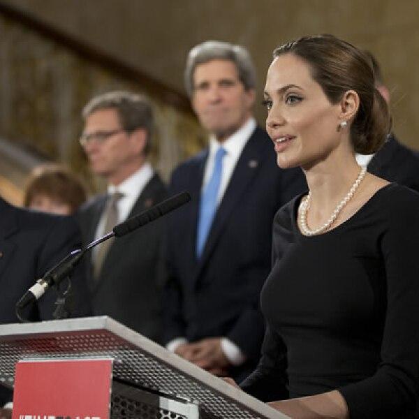 El pasado 11 de abril habló en una reunión de ministros del G8 sobre el problema que representa la violencia sexual contra las mujeres.
