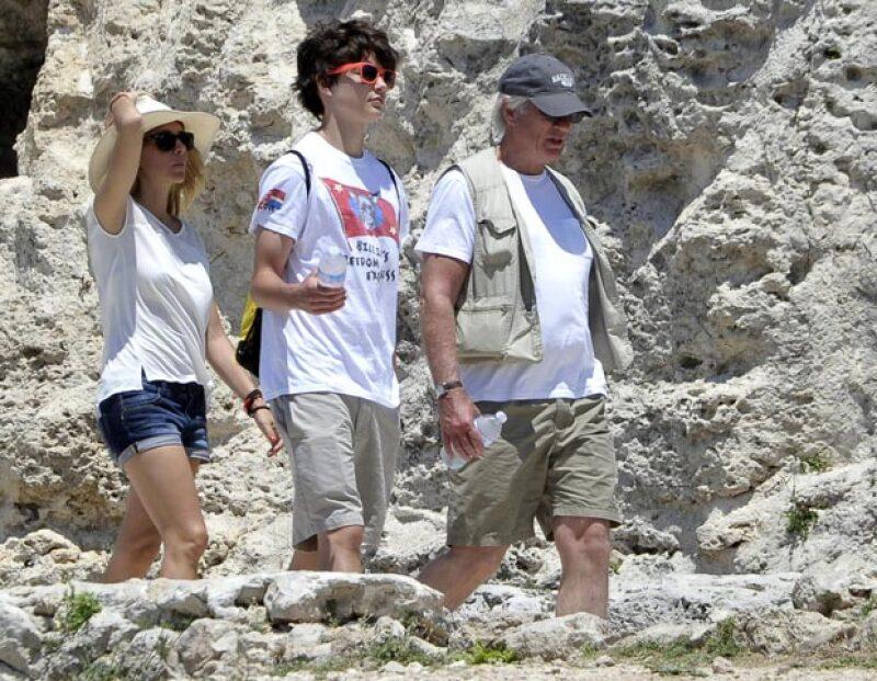 En su paso por Italia, la pareja disfrutó de las ruinas de Siracusa en Italia, donde también estuvieron acopañados por el hijo del actor, Homer, de 15 años.