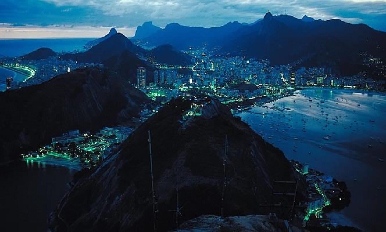 Río organizará los Juegos Olímpicos de 2016, convirtiéndose así en la primera ciudad sudamericana en recibir tal honor.