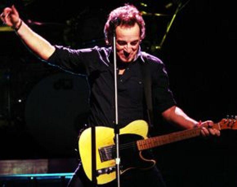 El tour incluirá 20 ciudades de Estados Unidos, además de otros países, en donde su disco se ha colocado en los primeros lugares de popularidad.