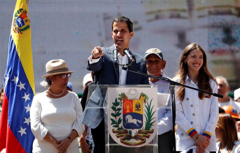 Juan Guaidó Nicolás Maduro Venezuela ayuda humanitaria