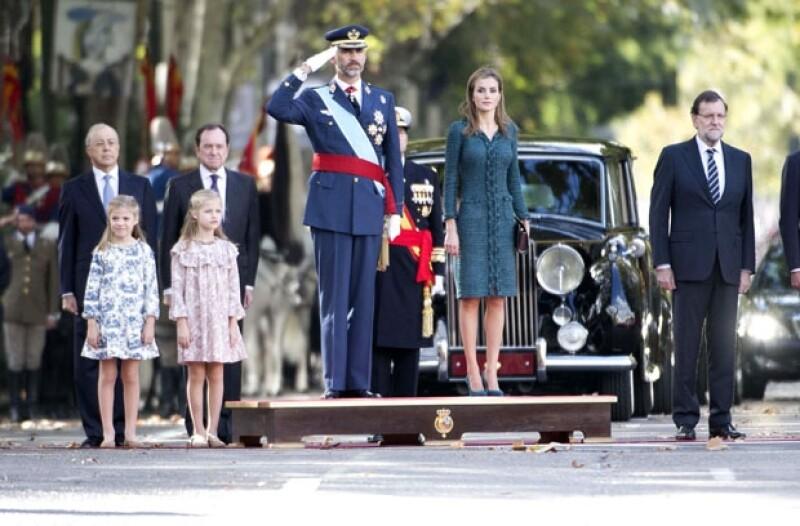 Las infantas Sofía y Leonor acudieron al desfile militar juntos con sus padres, reyes de España por el Día de la Hispanidad.