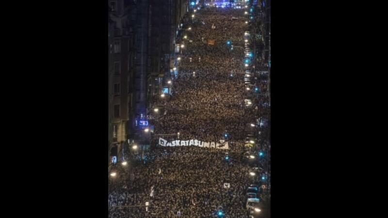 Miles de personas que participaron en una marcha en Bilbao el sábado