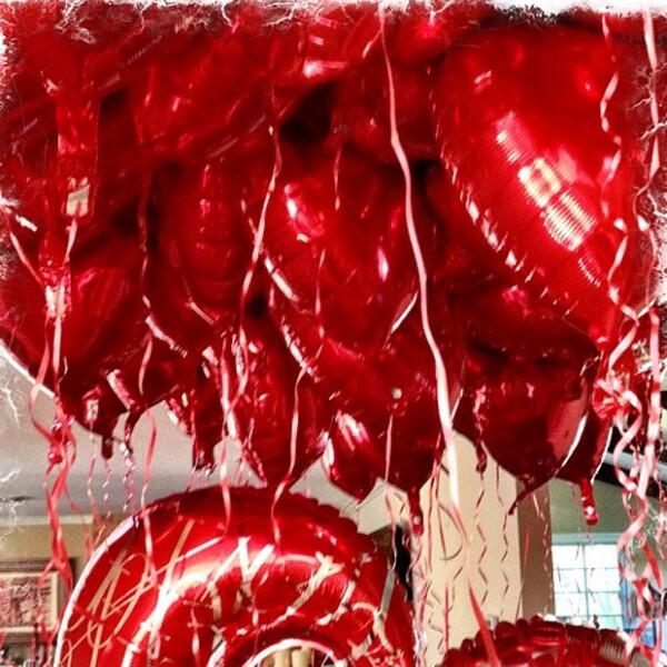 Ashlee Simpson compartió esta foto en Instagram, deseando a sus seguidores Feliz Día de San Valentín.