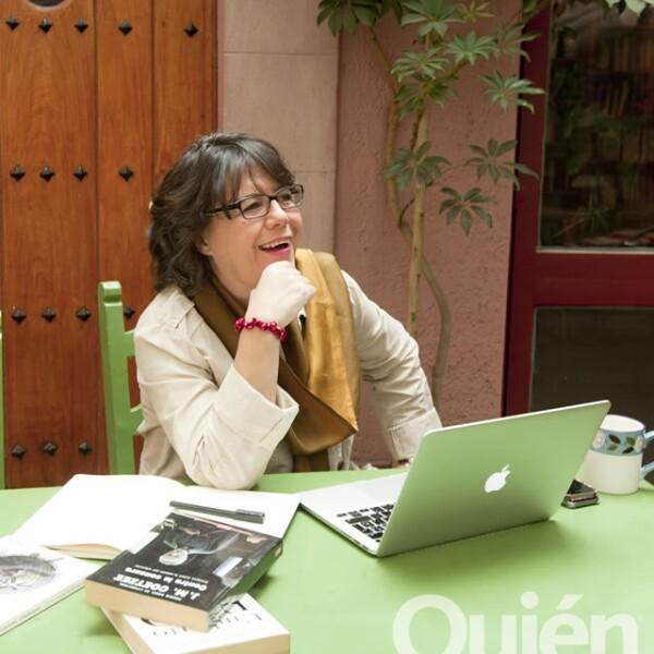 Gabriela Warketin, académica en la IBERO, directora de W Radio, conductora y columnista. Un símbolo por su visión posmoderna de los medios de comunicación.