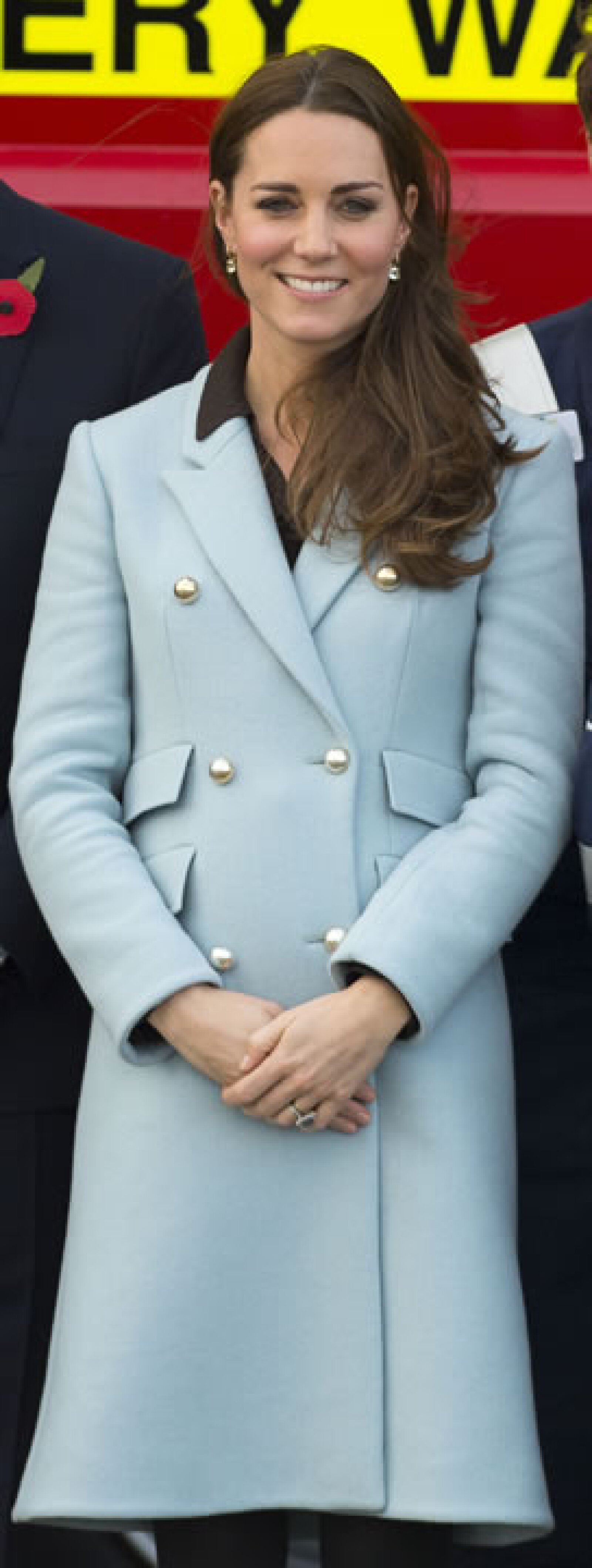 El 8 de noviembre Kate eligió un abrigo azul