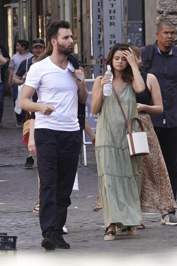 EXC Selena Gomez