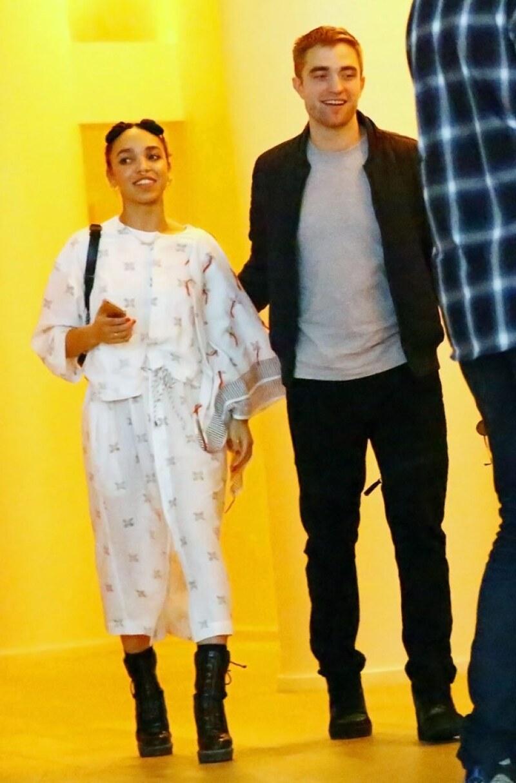Esta es una de las últimas imágenes que tenemos de la pareja. Para este entonces, ¿Robert ya le habrá hecho la pregunta a FKA Twigs?