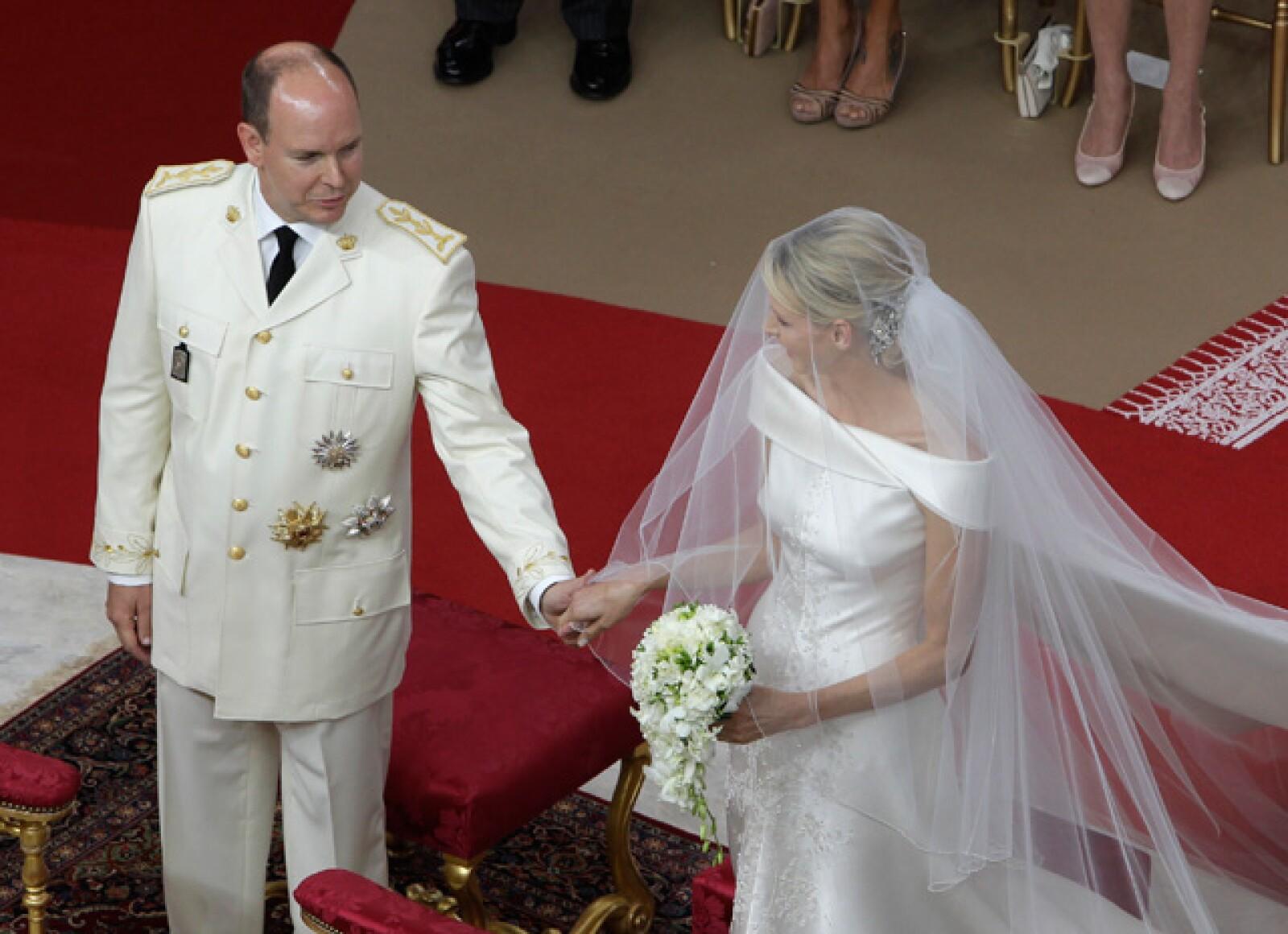 Durante la transmisión pudimos ver que en el altar, Charlene y Alberto lucieron sonrientes pero un poco nerviosos.