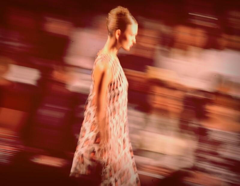 La modelo Karlie Kloss, una de las más cotizadas del momento, fue la encargada de abrir y cerrar el desfile.