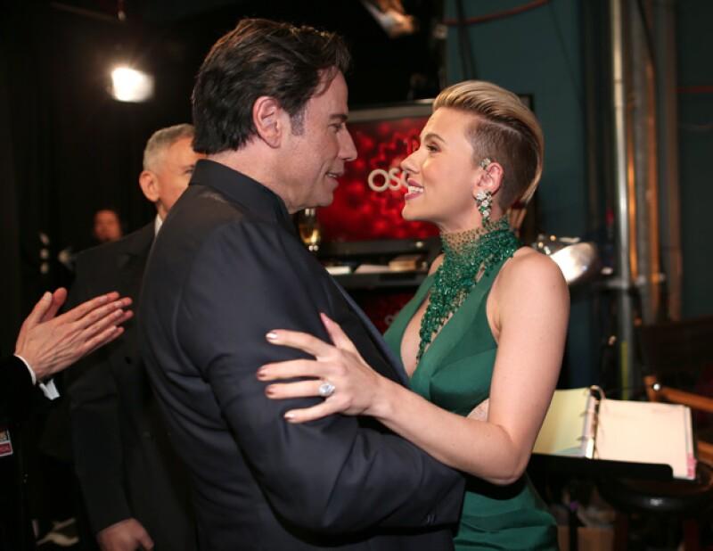 Lo que no se vio en la red carpet de los Oscar es lo bien que se llevan Scarlet y John.