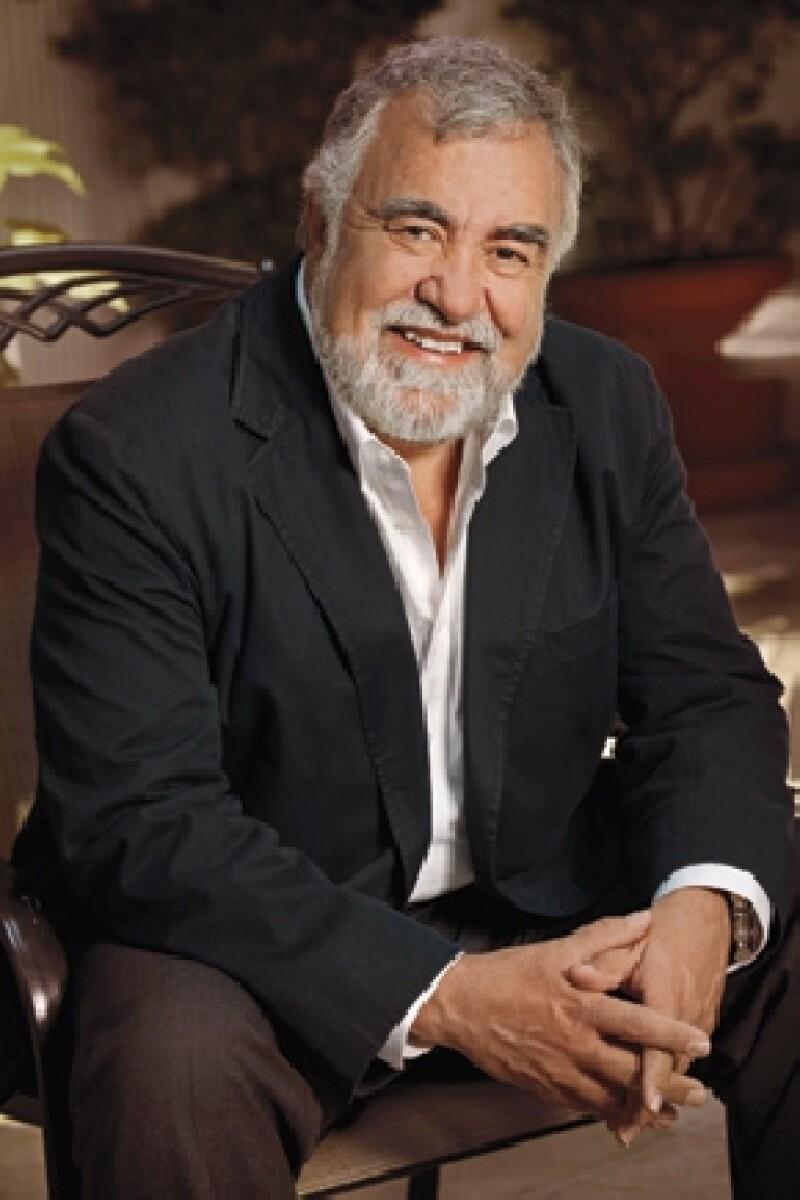 El ex Jefe de Gobierno del Distrito Federal nos dijo que reconoce el manejo de imagen del actual gobernador mexiquense y asegura que las encuestas dicen que está muy bien posicionado.