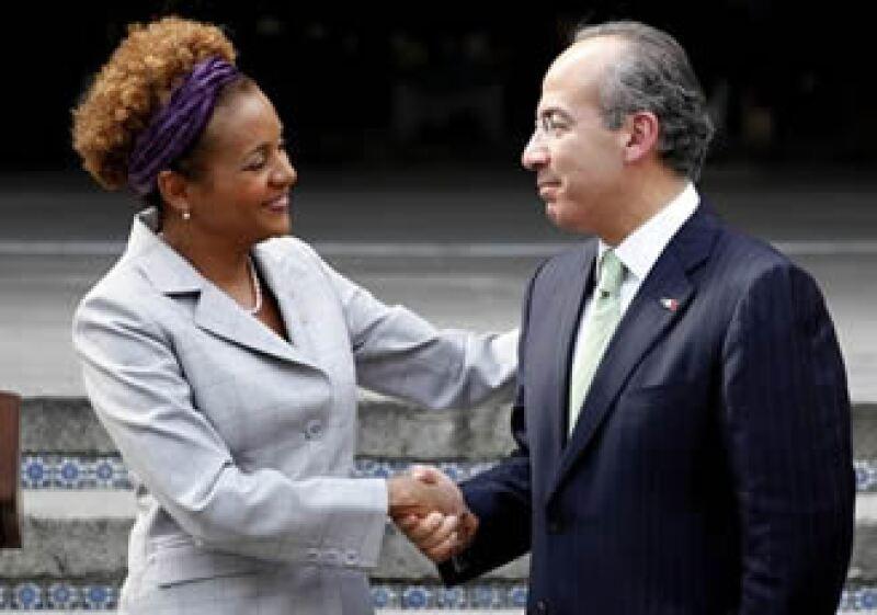 La gobernadora general de Canadá, Michaelle Jean, y el presidente Felipe Calderón, se reunieron este lunes.  (Foto: AP)