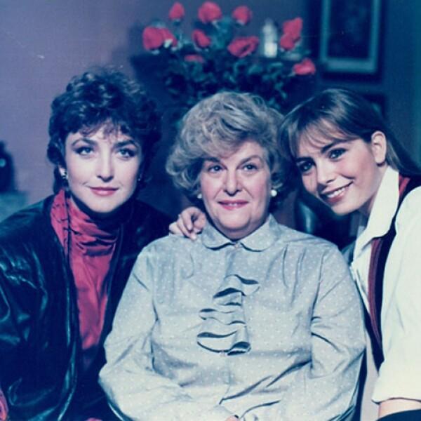 Angélica María, Carmen Montejo y Shasha Sokol en Tres Generaciones.