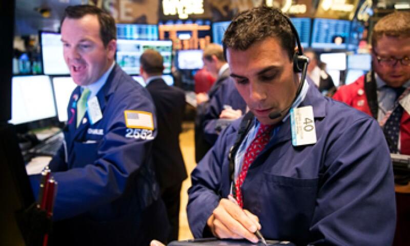 El peso se deprecia  0.28% en su valor interbancario. (Foto: Reuters)