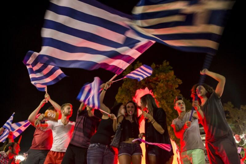 ¿Qué está pasando en Grecia que está afectando la economía global? Tras la decisión de sus ciudadanos de votar negativamente por nuevas medidas, el panorama se vuelve aún más incierto para este país.