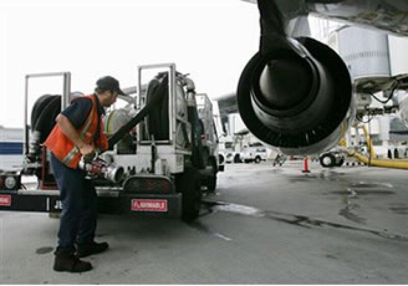 El sector observa si Southwest Airlines, la línea que transporta más pasajeros, también aumentará sus tarifas. (Foto: AP)