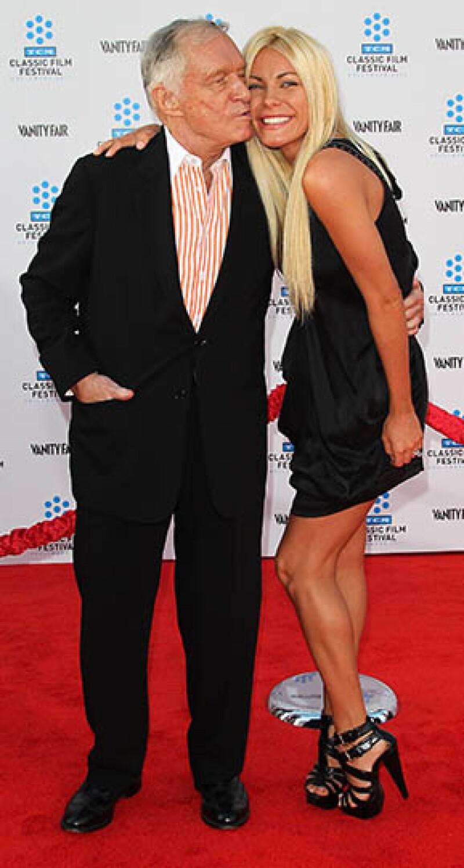 Hugh está casado con Crystal Harris de 26 años; le lleva 60 años.