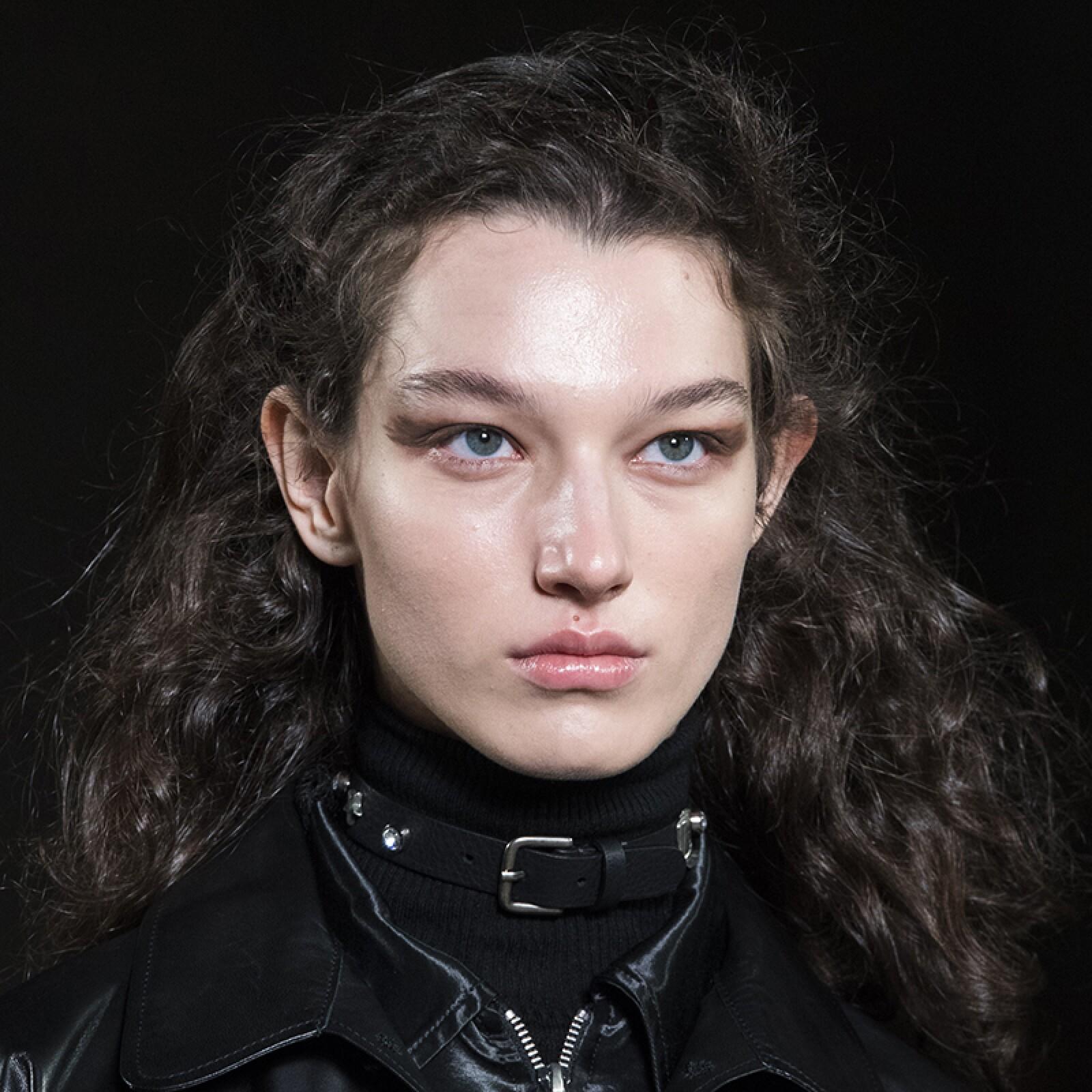 lfw-fashion-week-runway-beauty-looks-maquillaje-alexachung