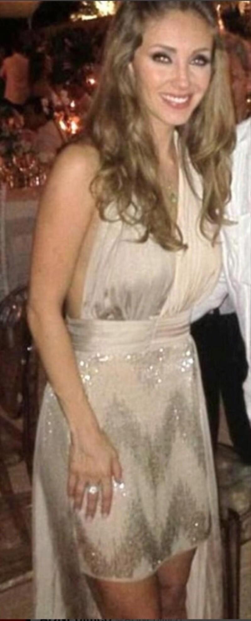 La actriz llamó la atención en la boda de Ludwika Paleta y Emiliano Salinas por su carismática personalidad y su destapado vestido.