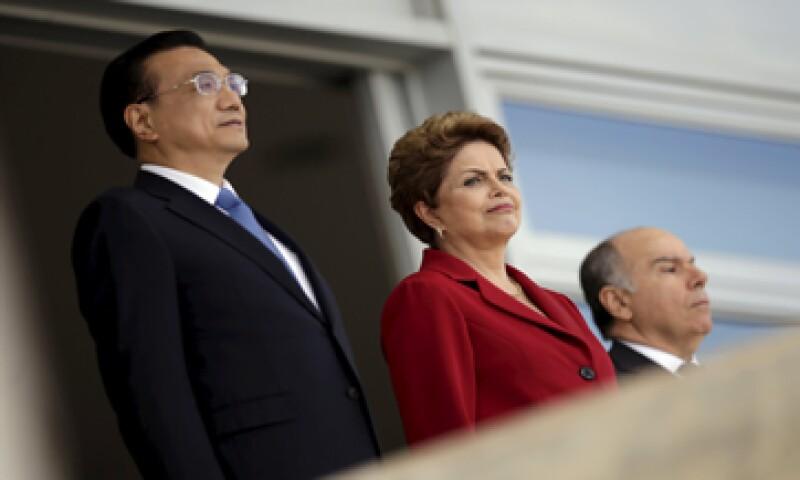 Dilma Rousseff, presidenta de Brasil y el  primer ministro chino, Li Kenqiang también acordaron inversiones en ciencia.  (Foto: Reuters )