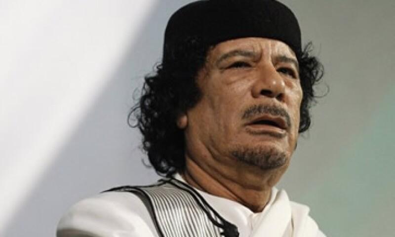 Gadhafi escapó de su base militar, pero prometió luchar hasta la muerto o la victoria en un anuncio dado este miércoles. (Foto: Reuters)