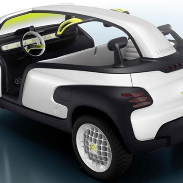 """El vehículo cuenta con dimensiones de 3.45 mts a lo largo, 1,80 mts de ancho y 1.52 mts de alto, y según la marca es una """"visión del auto del mañana""""."""