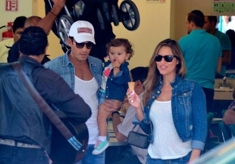 La atractiva familia se encuentra en México, este domingo fueron vistos disfrutando de un helado en Polanco.