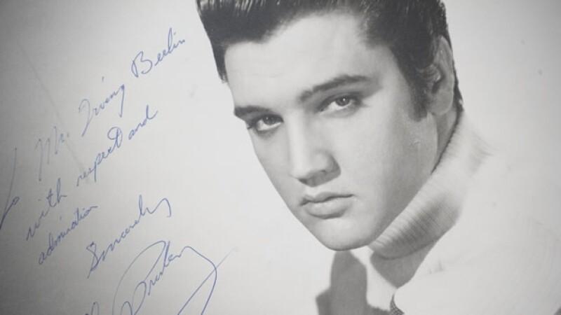 foto de elvis presley autografiada