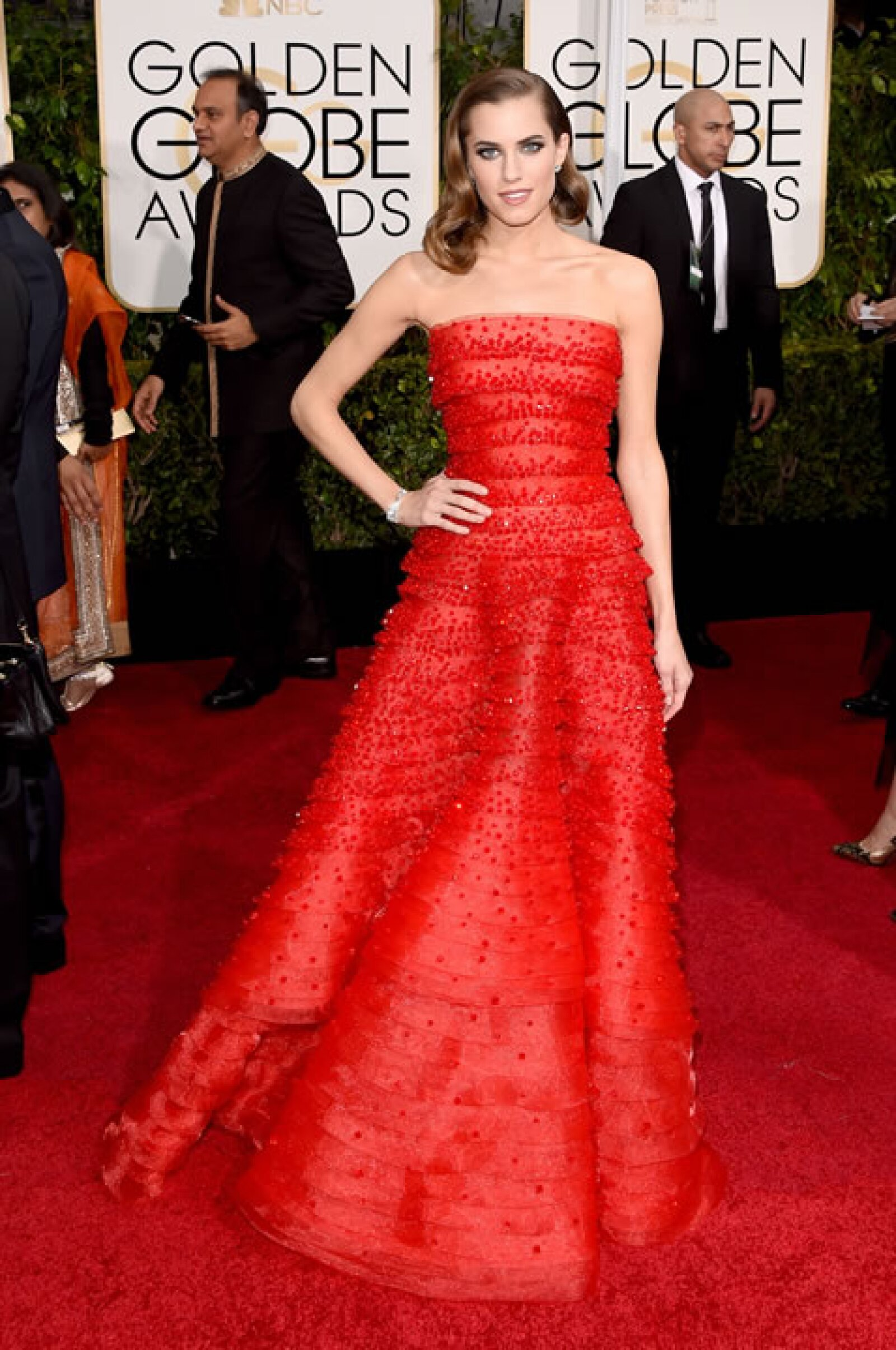 Allison Williams en Armani Privé.